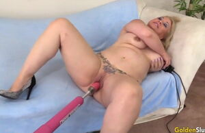 Golden Fuckslut - Mature Femmes Vs..