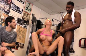 Sporty ash-blonde cuckolds