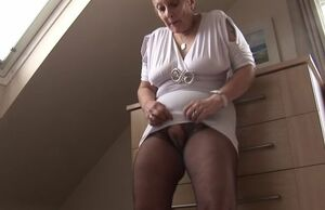 Bootylicious mature wooly cougar mrs...