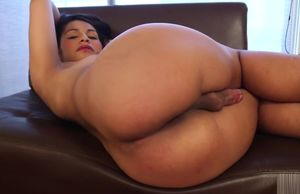 Brazilian she-male Naidu Fox makes solo